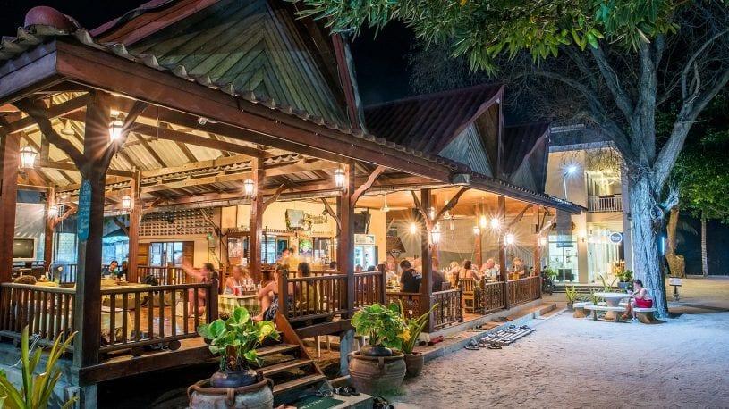 anandavilla.com pranees restaurant on koh tao-min